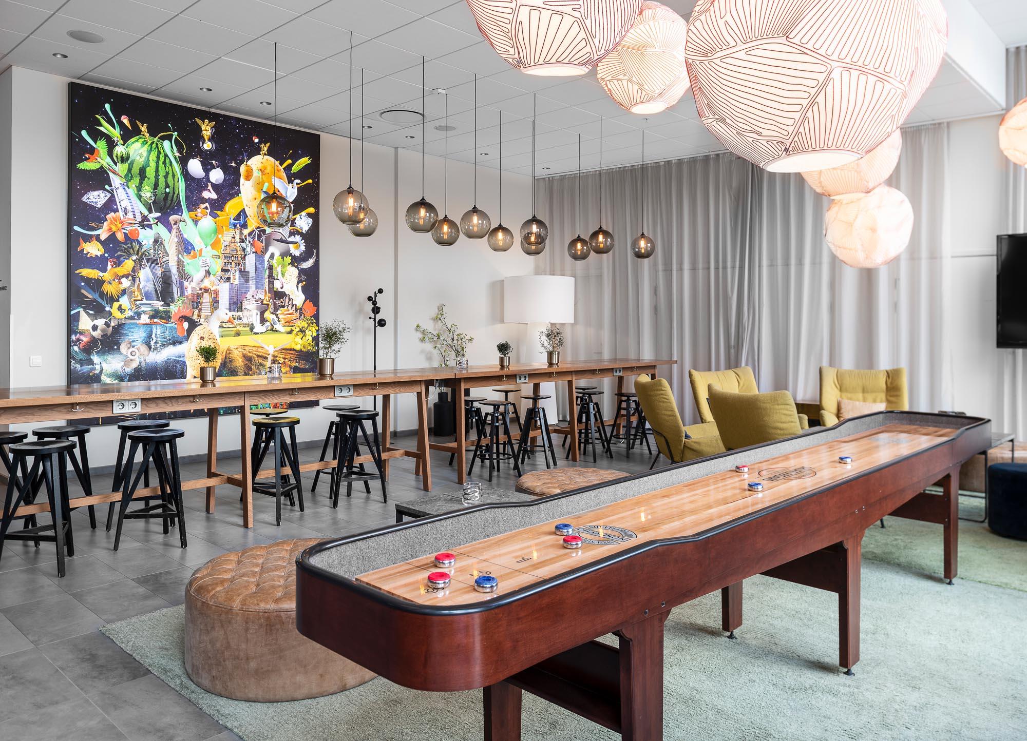 bar-lounge-shuffleboard-view-quality-hotel-view
