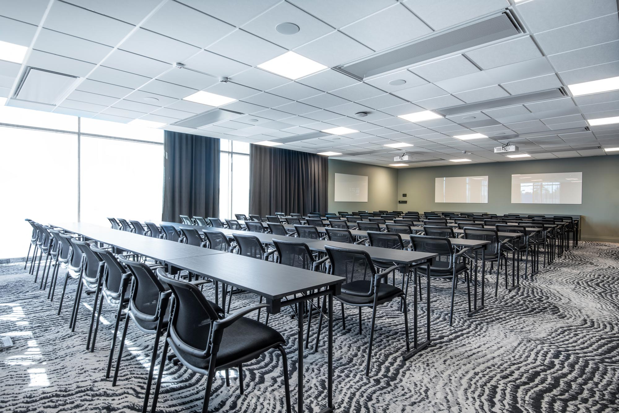 big-box-conference-room-quality-hotel-the-box