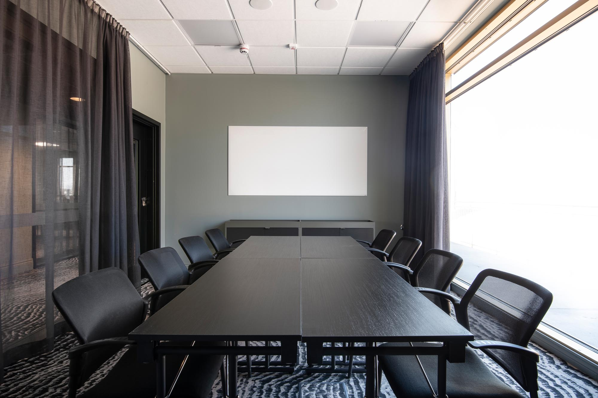 board-seating-conference-room-quality-hotel-the-box