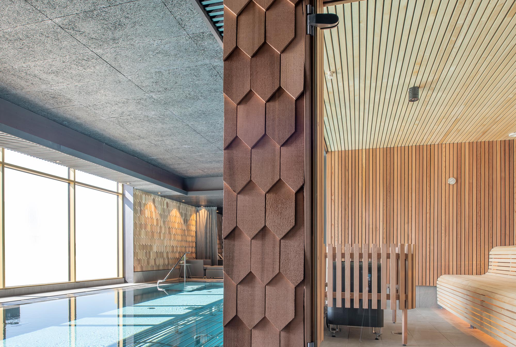 pool-sauna-spa-area-quality-hotel-the-box