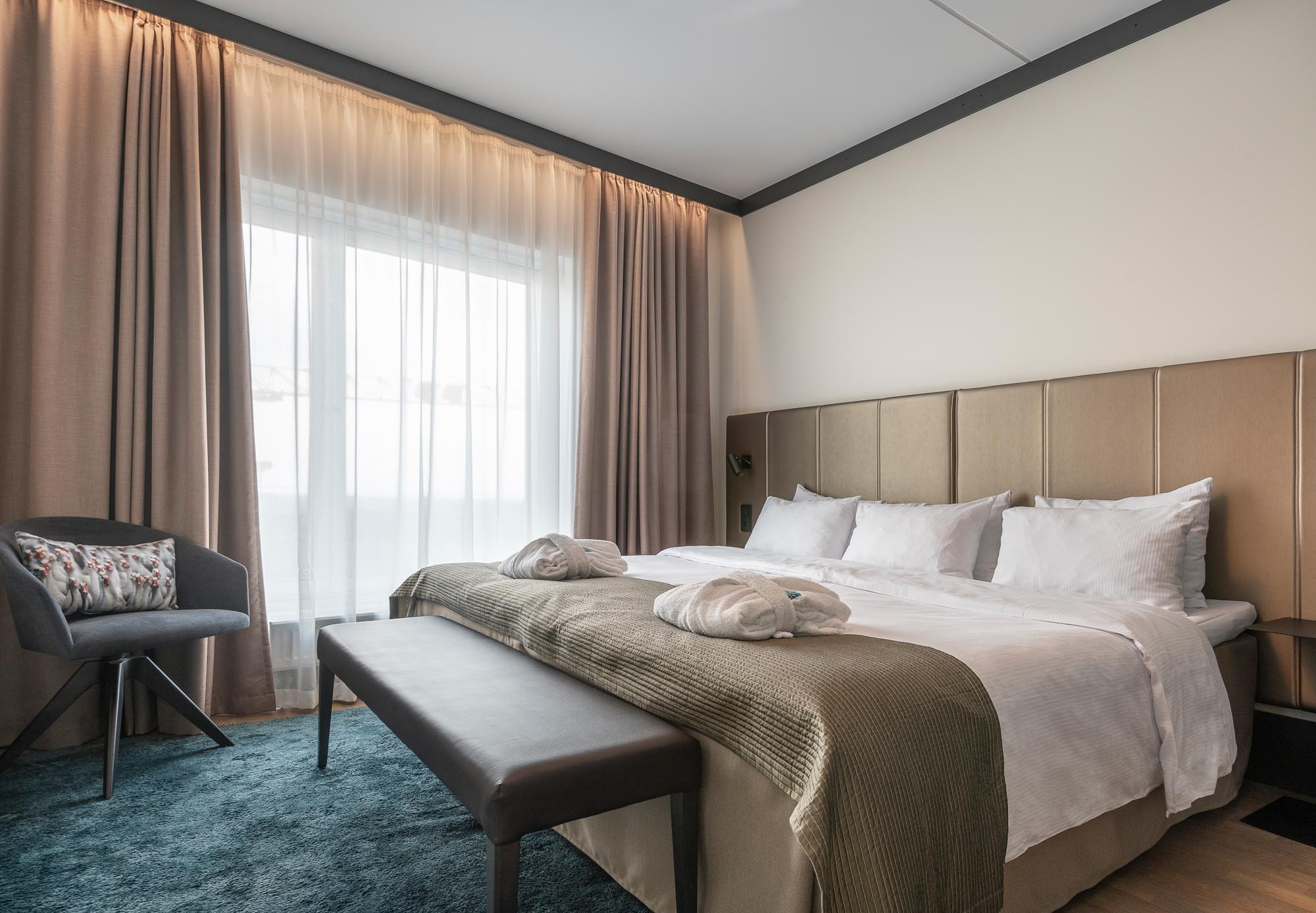 suite-double-bed-room-view-quality-hotel-view